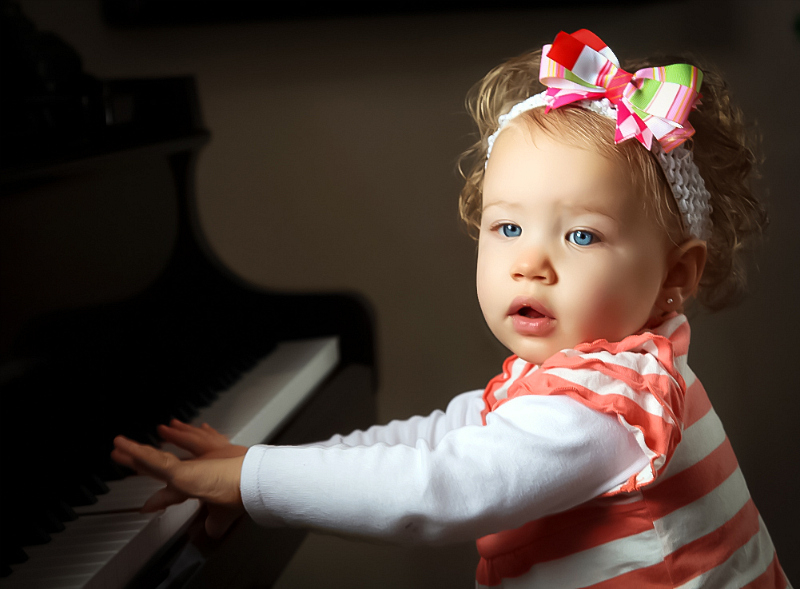 oakleigh-at-piano-1